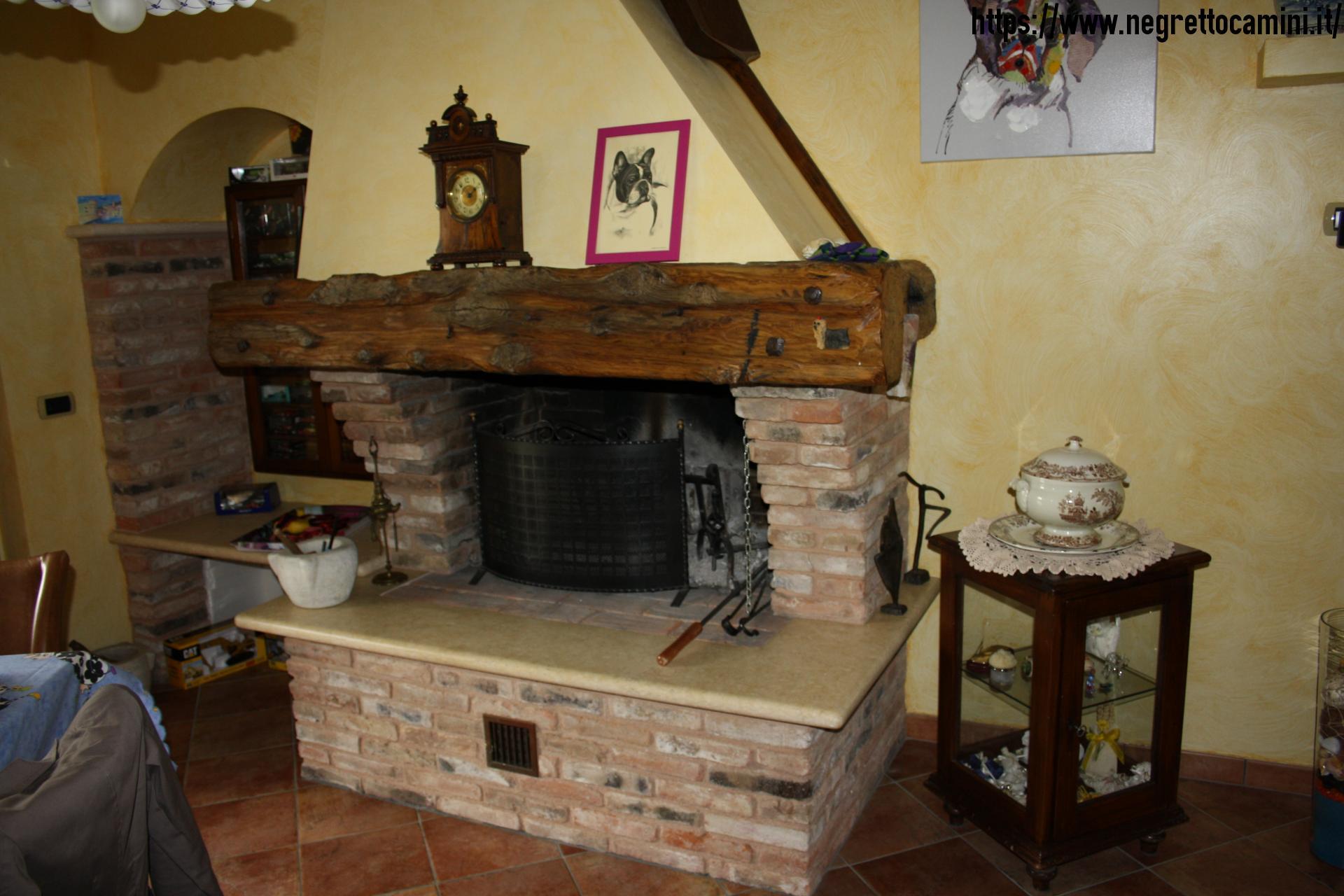 Camino rustico da taverna negretto camini d 39 autore for Camini rustici in pietra e legno